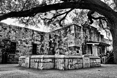 The Alamo - Courtyard (San Antonio, Texas - 2011)