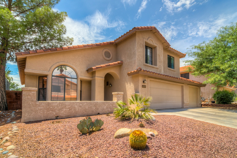 To Learn more about this beautiful home for sale at 10281 N. Oak Knoll Ln., Oro Valley, AZ 85737 contact Karen Baughman (520) 241-1403