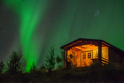 12 nights in Iceland but only one with clear sky and aurora.  Vacation cabin in Husavik, northern coast.