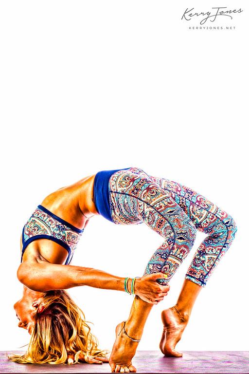 Eka Hasta Urdhva Dhanurasana (One Hand Upward Bow)