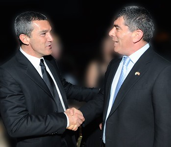 (L-R) Actor Antonio Banderas meets Lt. Gen. Gabi Ashkenazi (Res.), former IDF Chief of the General Staff at an FIDF fundraising dinner in Los Angeles, CA- 2011.