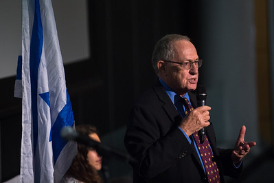 Alan Dershowitz speaks at Columbia University on September 27, 2017
