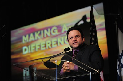 Jason Alexander speaking at the Friends of the IDF Los Angeles Gala Dinner in 2012