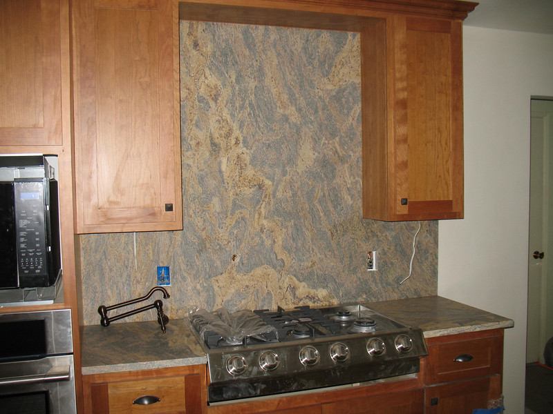 We choose gneiss, a metamorphic rock similar to granite.