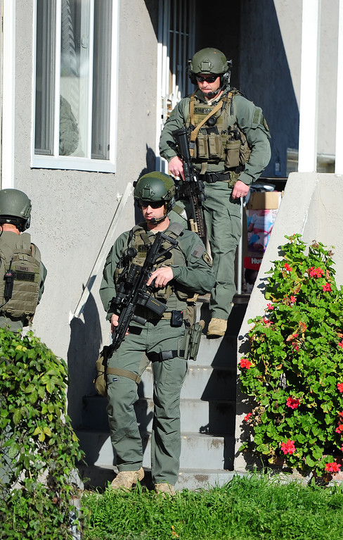 . (CHRIS RILEY �TIMES-HERALD) A Sheriff SWAT team search for two homcide suspects in Vallejo after two home invasions in Santa Rosa on Thursday.