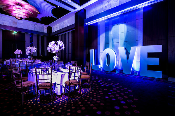 Love sign, Perth's wedding option