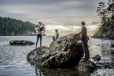 Cynthia_Woerner_Photography_Family_at_Deception_Pass