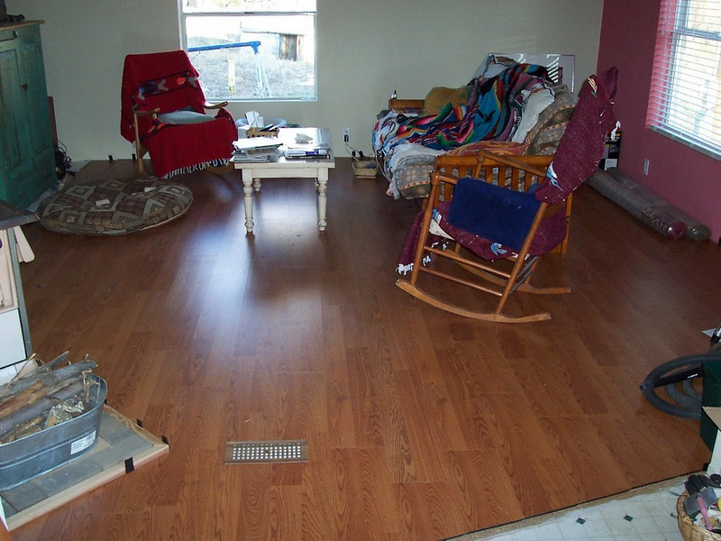The first laminated floor is finished.