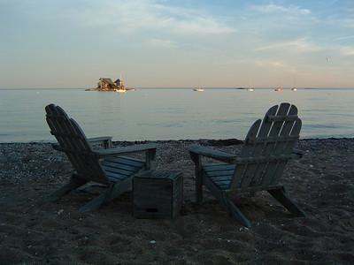 Beach Comforts at the Breakers. (Nau)