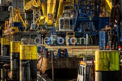 Hijsplatform Boskalis in haven van Rotterdam