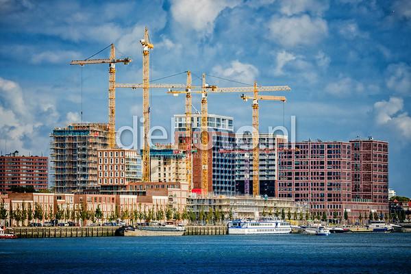 Bouwproject Katendrecht Rotterdam met bouwkranen