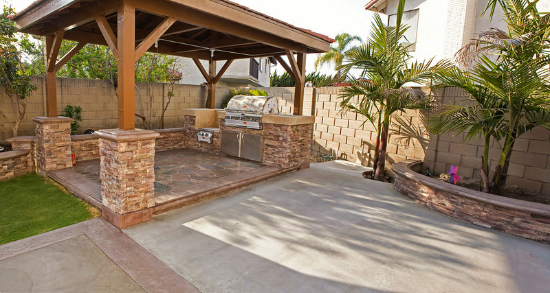 The gazebo features a BarBQue islands with a Fire Magic Echelon Diamond E790i Natural Gas Built-in Grill and a Wok power burner.