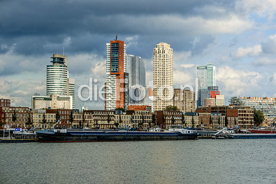 Hoogbouw Wilhelminapier vanaf Rotterdam Zuid