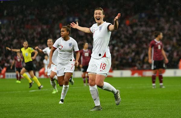 Football - England Women v Germany Women