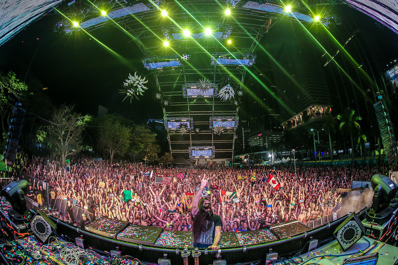 Bassnectar Family Photo at Ultra 2013