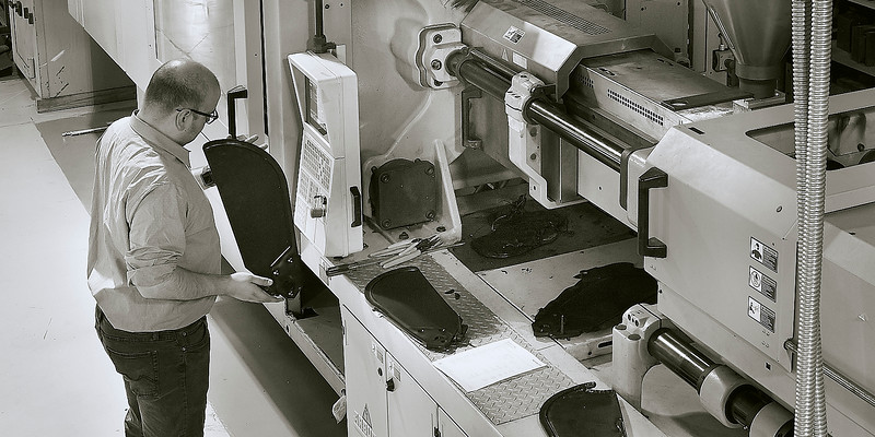 Engineer and molding equipment