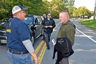 (Brad Davis/The Register-Herald) State senator Richard Ojeda chats with American Federation of Government Employees Local 404 union member Charles Yates, left, as they and other union members meet and greet with FCI Beckley employees as they come and go Wednesday afternoon near Beaver.