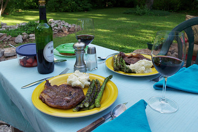 Alfresco dining. Steak, mashed potatoes - asparagus and strawberries from our garden. Magnifique!