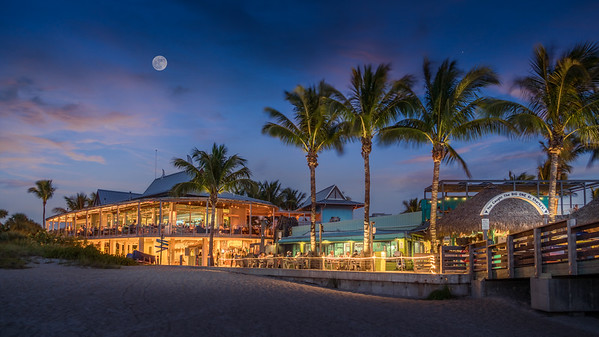 Moon Over Sharky's, Venice, Florida