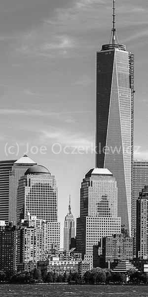 Empire State Building dwarfed by 1 WTC