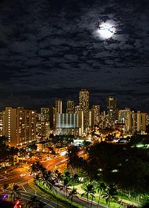 Moon rise over Waikiki. 7/25/18