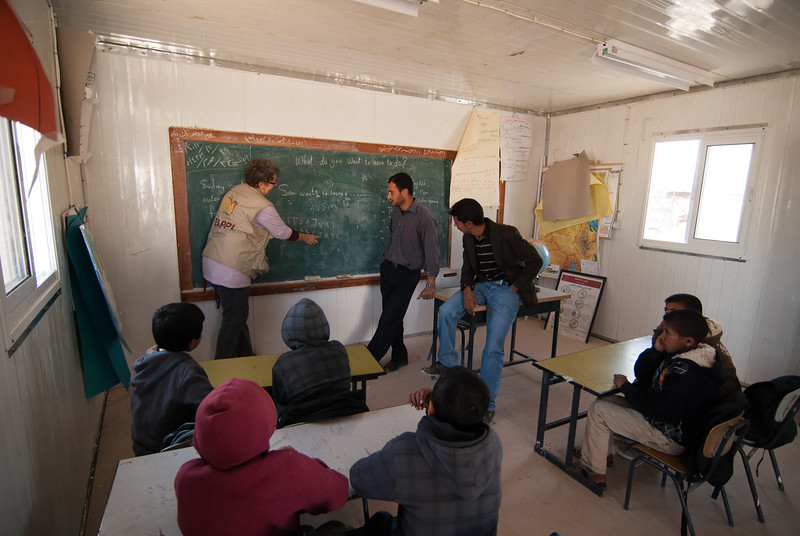 A member of EAPPI visits a Palestinian Bedouin village 以巴地區合一伴隨計劃的成員正在探訪一條巴勒斯坦貝都因人村落