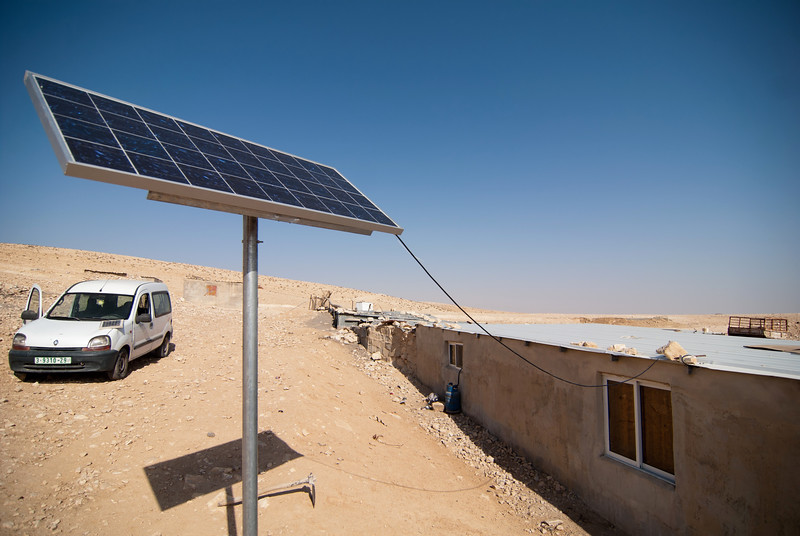 Solar panels installed in a Palestinian Bedouin village 在某巴勒斯坦貝都因人村落裡的太陽能板