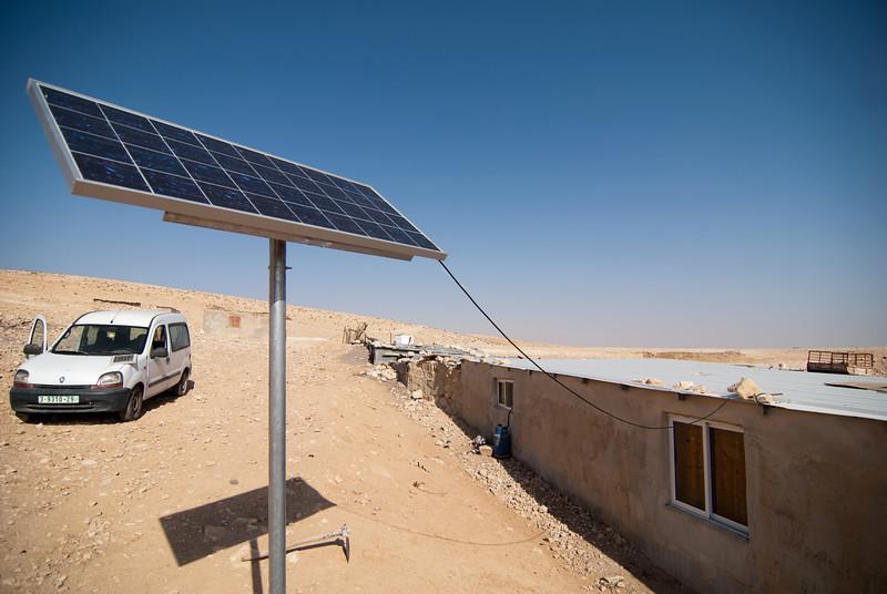 Solar panels installed in a Palestinian Bedouin village 在某巴勒斯坦貝都因人村落裡的太陽能板