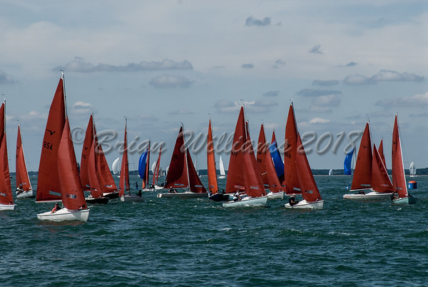 Squib start at the RYS line in the 50th National Championship Lendy Cowes Week 2018