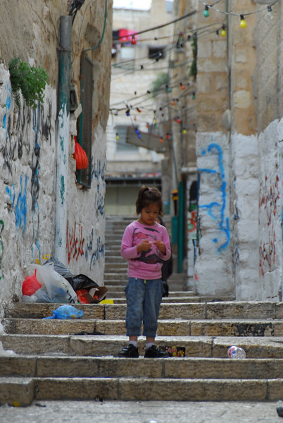 A child in the Muslim Quarter of the Old City of Jerusalem 在耶路撒冷舊城穆斯林區內的小孩子