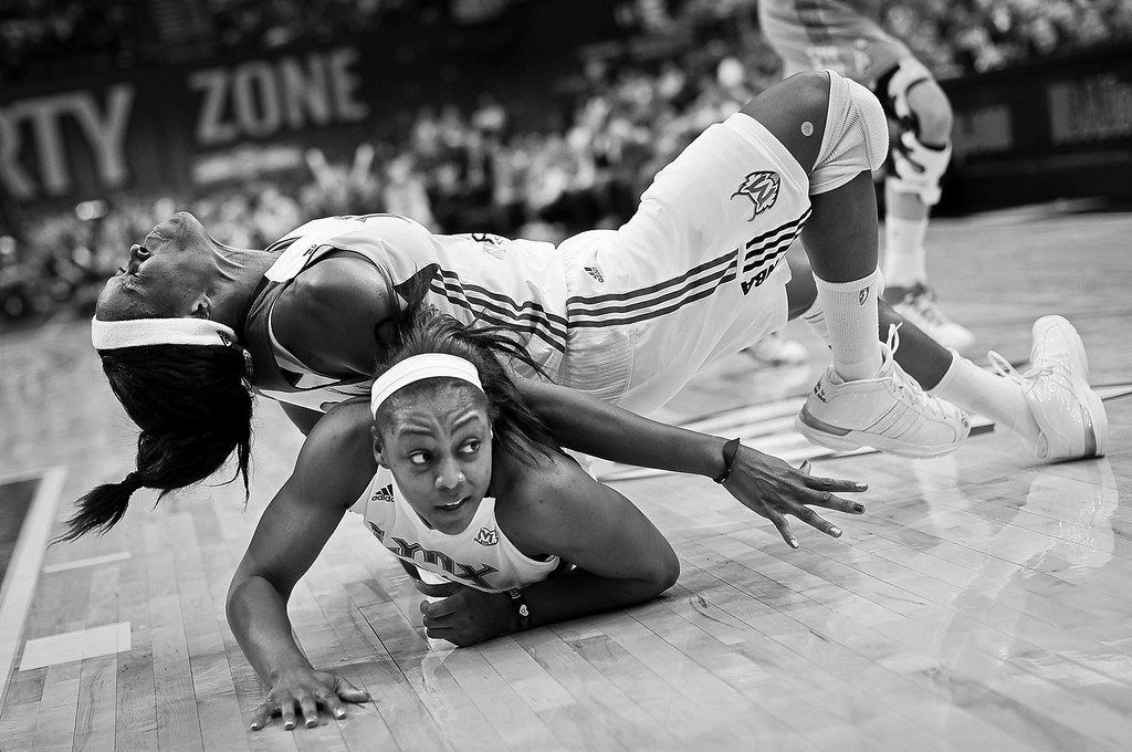Lynx forward Taj McWilliams-Franklin injured herself as she collided with Monica Wright as they dived for a rebound in game two of the WNBA's finals at the Target Center in Minneapolis. © STAR TRIBUNE