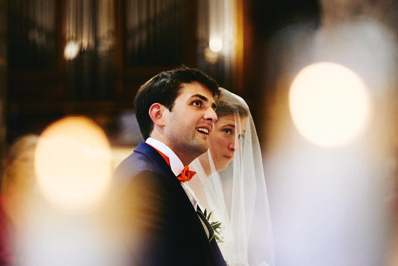 Les mariées dans l'église
