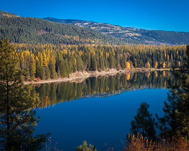 Pend Oreille River in the fall