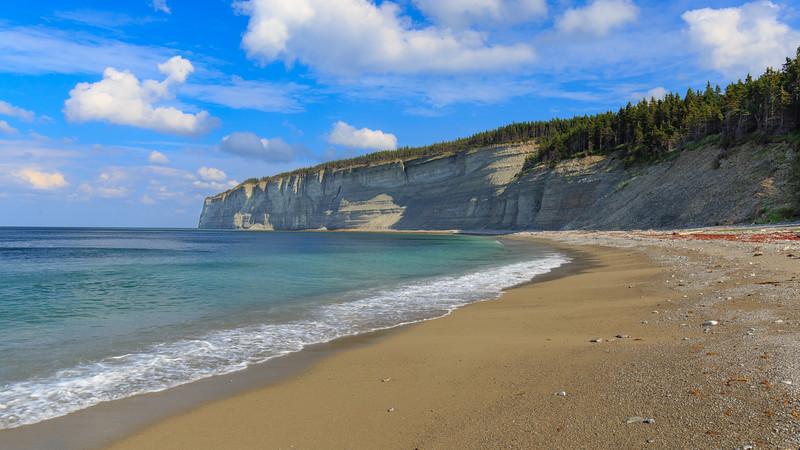 La falaise est de Baie de la Tour, Anticosti