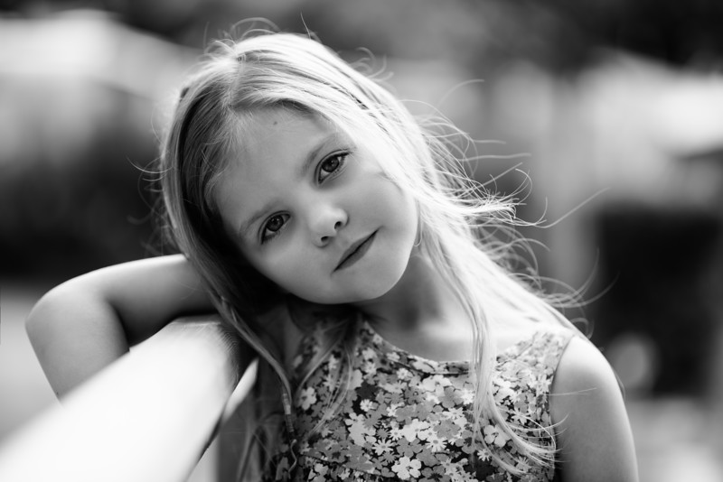 natural light child portrait in black and white