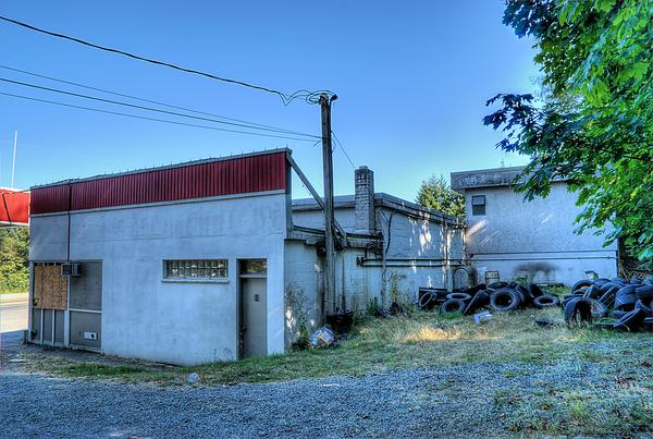 Ladysmith Car Care (ESSO) - Ladysmith BC Canada