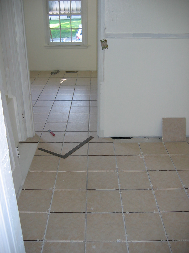 CERAMIC TILE
