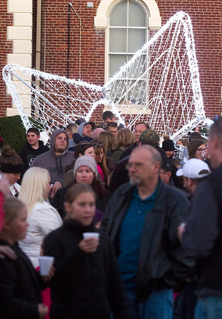 A line forms for the horse-drawn carriage rides Saturday in downtown Effingham. Keith Stewart Photo