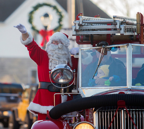 Santa Claus arrives in downtown Effingham on the old Caledonia fire truck Saturday as part of the annual Hometown Christmas held by the Downtown Effingham Business Group and Effingham County Chamber of Commerce.<br /> Keith Stewart Photo