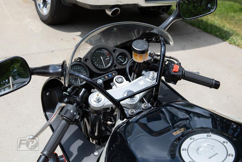 Honda CBR900RR -  (2)