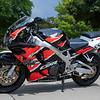 Honda CBR900RR -  (1)