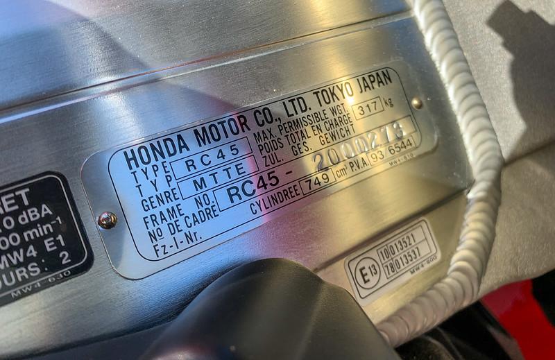 Honda RC45 -  (22)