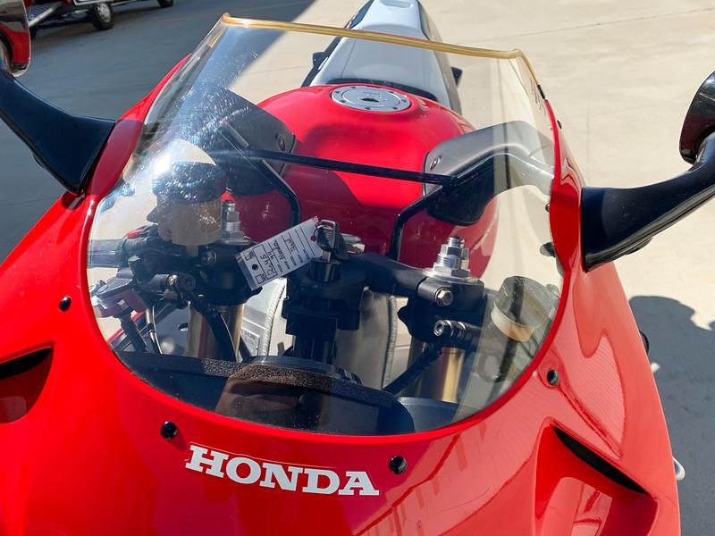 Honda RC45 -  (27)