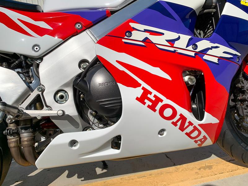 Honda RC45 -  (32)