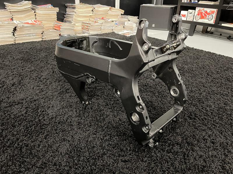 Honda RC51 Frame -  (25)