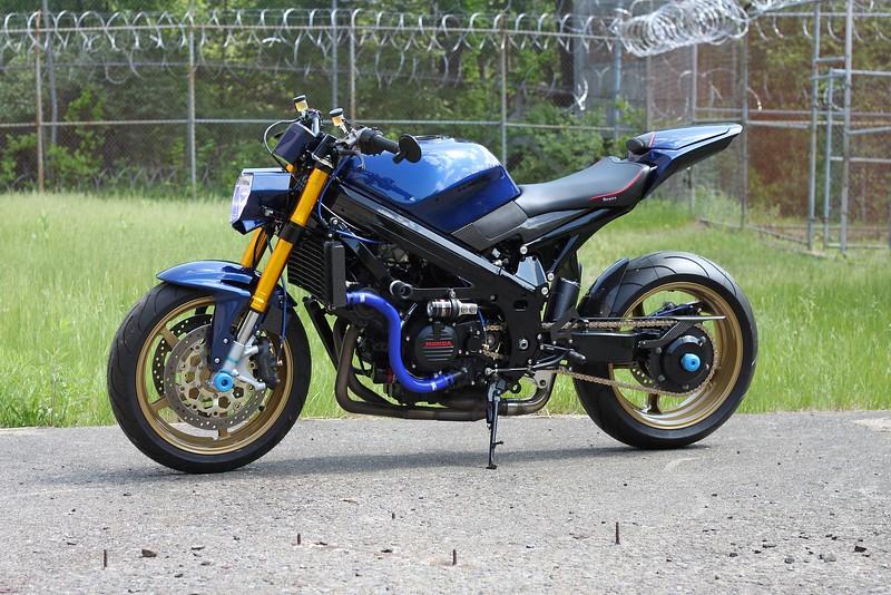 Honda VFR750 Streetfighter -  (3)