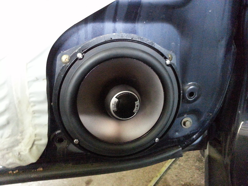 "Aftermarket speaker and speaker adapter ring from  <a href=""http://www.car-speaker-adapters.com/items.php?id=SAK033""> Car-Speaker-Adapters.com</a>   installed."
