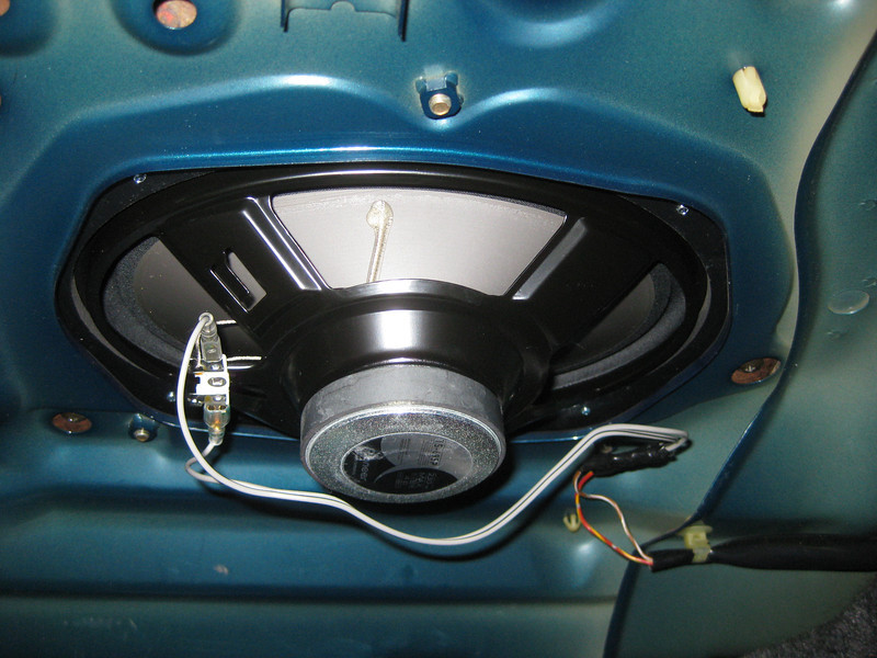 "Aftermarket speaker and  speaker adapter  from  <a href=""http://www.car-speaker-adapters.com/items.php?id=SAK030""> Car-Speaker-Adapters.com</a>   installed in rear deck (trunk view)"
