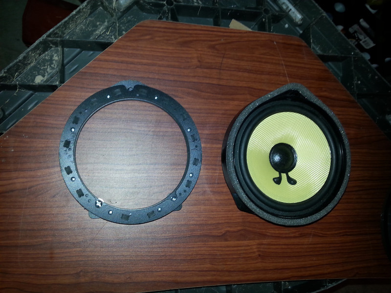 "Comparison: <br> Left:  Speaker adapter ring from  <a href=""http://www.car-speaker-adapters.com/items.php?id=SAK094""> Car-Speaker-Adapters.com</a>  <br> Right:  Factory speaker"