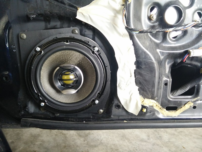 "Aftermarket speaker and speaker adapter from <a href=""http://car-speaker-adapters.com/items.php?id=SAK116""> Car-Speaker-Adapters.com</a>  installed on door"